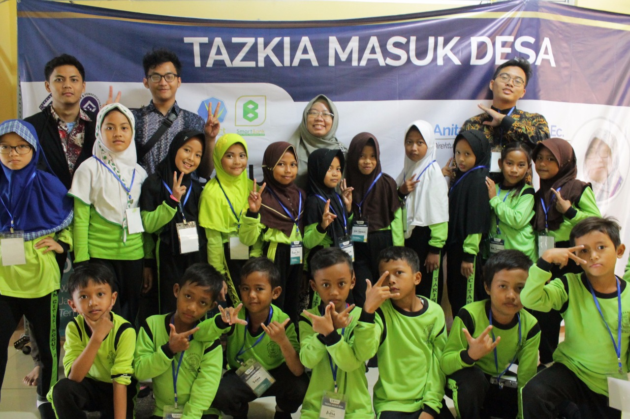 Product Recycle dan Digital Marketing Training Pada Program Tazkia Masuk Desa